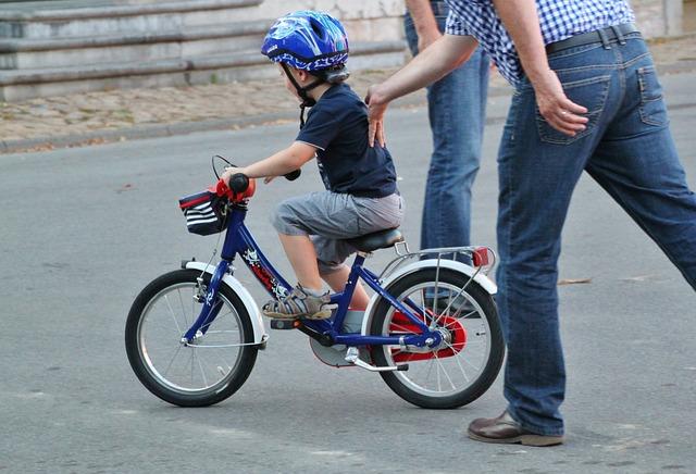 Bimbo in bicicletta