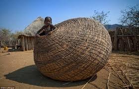 Bimba nella cesta