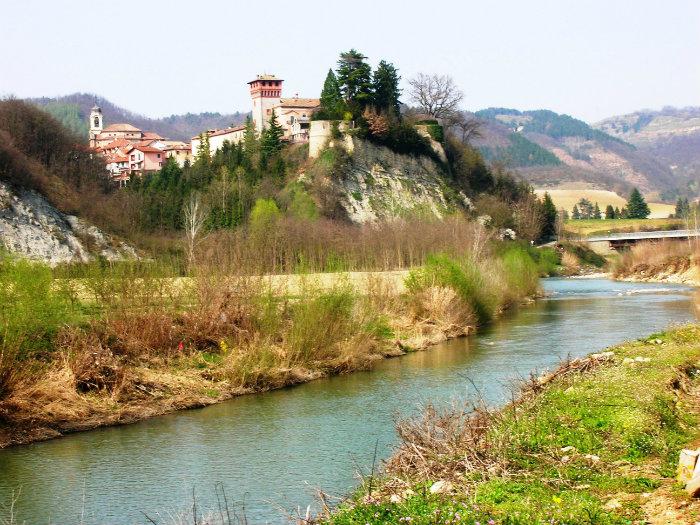 Bubbio: Il paese con il castello