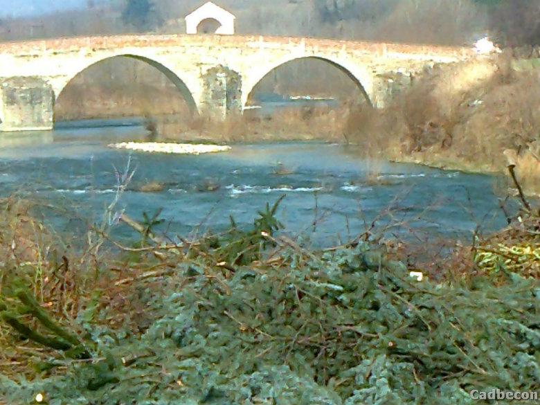 Monastero Bormida: Ponte sul fiume Bormida: Ultimo tratto prima dell'arrivo