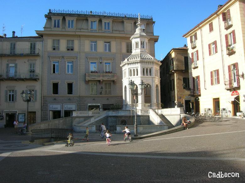 Acqui Terme: Piazza della Bollente Tempietto e Fonte