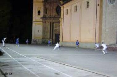Bubbio: Piazza del  Pallone elastico
