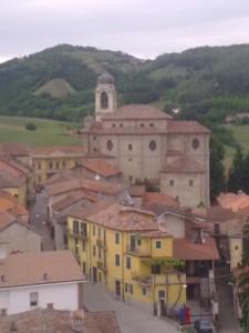 Il paese di Bubbio con la splendida parrocchiale (Gian)