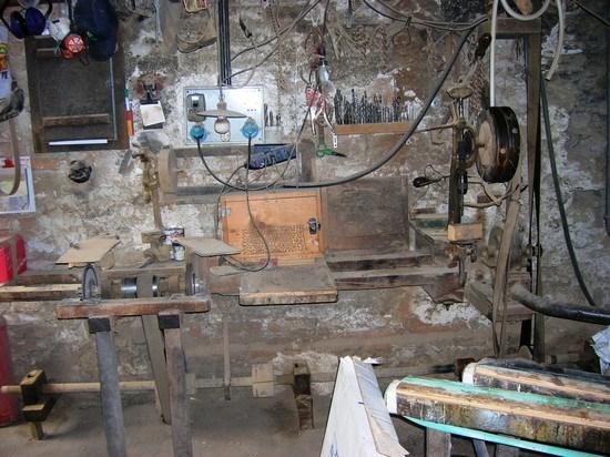 Vecchio laboratorio fabbro-carradore